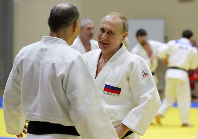 Russian Olympic Champ Injures Putin's Finger During Judo Sparring