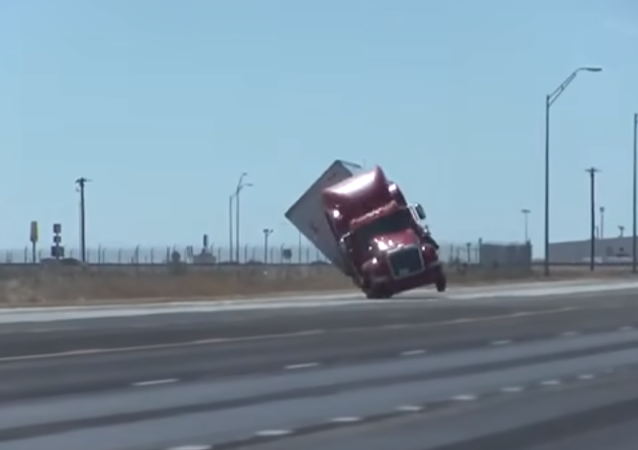 Truck Capsizes in Texas, US