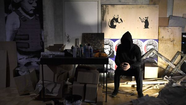 An early show of the exhibition of English street artist Banksy at the Central House of Artist - Sputnik Ελλάδα