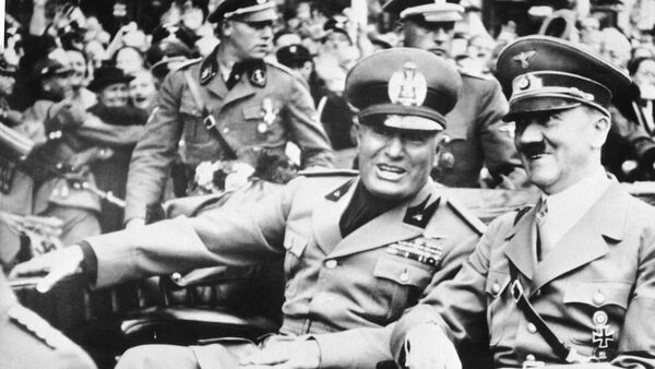 FILE - File photo dated Sept. 28, 1938 showing Italian dictator Benito Mussolini, at left in foreground, and Nazi leader Adolf Hitler, at right, taken just before the four power conference in Munich, Germany - Sputnik Ελλάδα