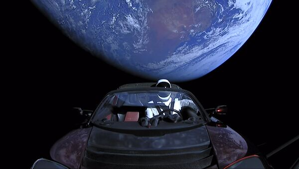 SpaceX CEO Elon Musk's own car, red Tesla Roadster cabrio, entered into orbit by the Falcon Heavy launcher, with a dummy wearing a spacesuit at the steering wheel, in outer space - Sputnik Ελλάδα
