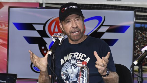 Chuck Norris speaks to reporters during a media availability before the NASCAR Sprint Cup Series auto race at Texas Motor Speedway in Fort Worth, Texas, Sunday, Nov. 6, 2016 - Sputnik Ελλάδα