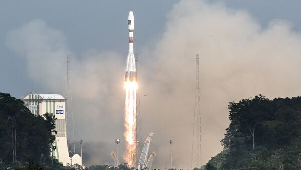 A picture taken on December 17, 2015 shows a Soyuz rocket blasting off from the European space centre at Kourou, French Guiana - Sputnik Ελλάδα