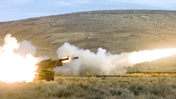 Members of the 17th Fires Brigade from Ft. Lewis fire two High Mobility Artillery Rocket System (HIMARS) rockets simultaneously in a training exercise at Yakima Training Center Nov. 1, 2007 in Yakima, Wash. - Sputnik Ελλάδα
